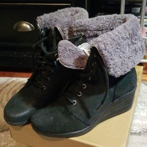 Ugg zea boots size 7